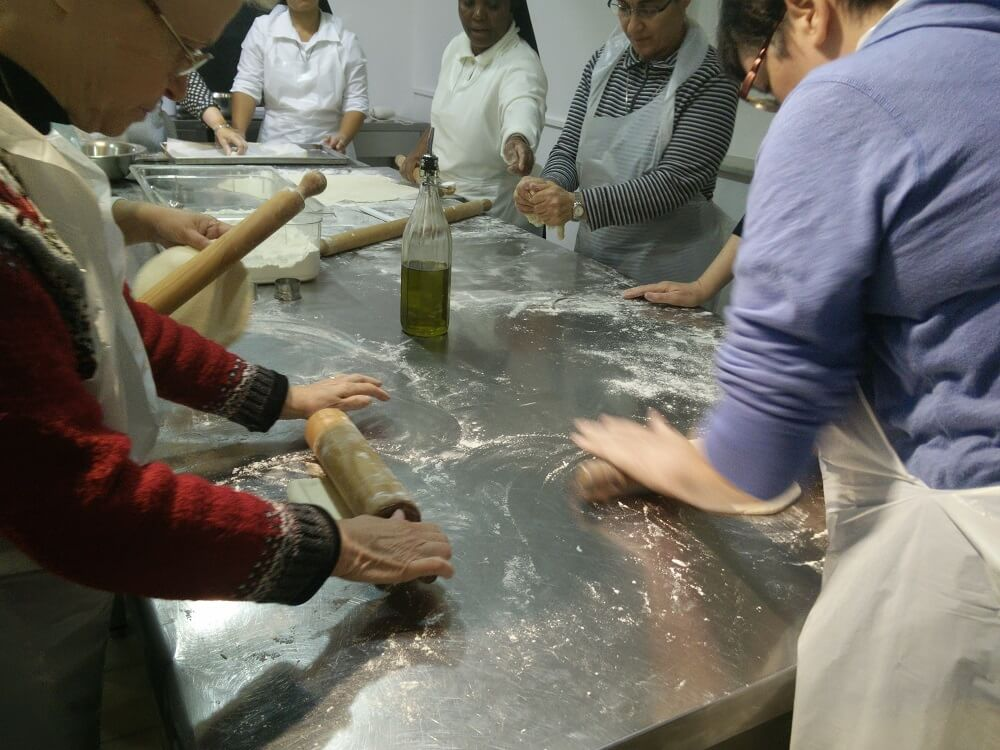 must see in Rome walking tour + pasta making class